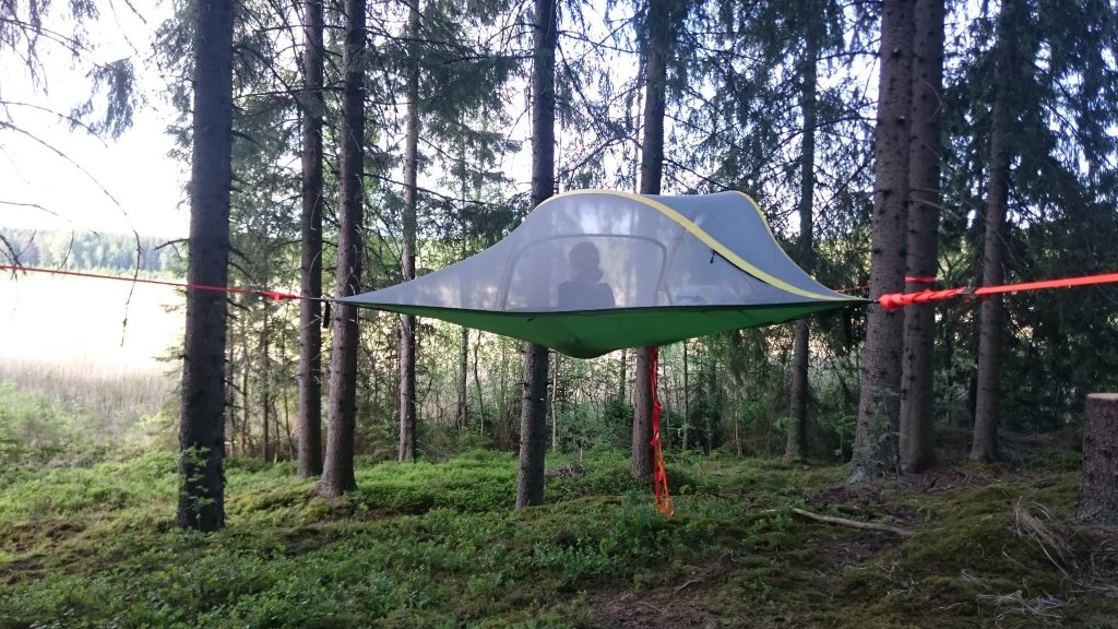 Tree Tent Kommee Kurki is a Tentsile Stingray with capacity of 400 kg.