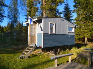 The wagon sauna invites you to have a real Finnish sauna experience!